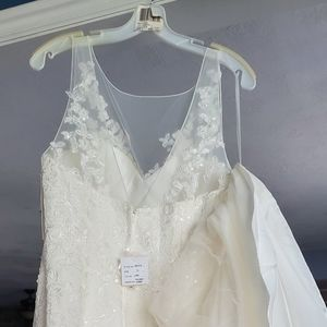 Size12 Lace Illusion Wedding Dress Deep V Neckline